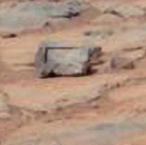 pedra com ângulo reto em Marte det