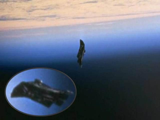 a3f97-black_night_the_alien_satellite_1