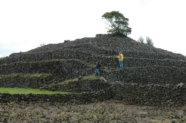 Arqueólogos revelam segredos das pirâmides da ilha do Pico 1