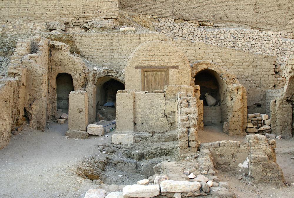Arqueólogos encontram no Egito o túmulo do guardião da porta do deus Amon